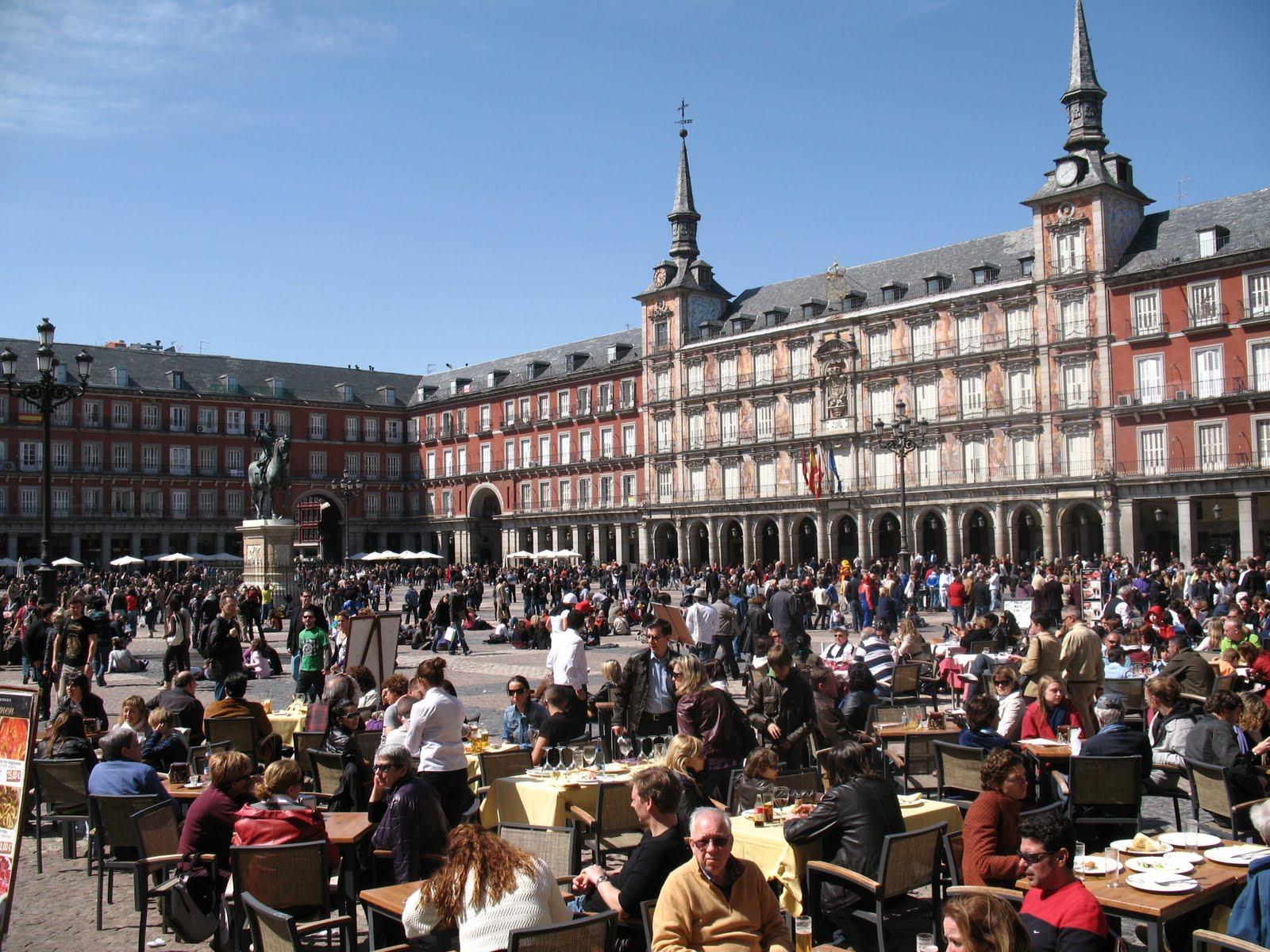 Plaza mayor de madrid arquitectura e historia for Discoteca plaza de los cubos madrid